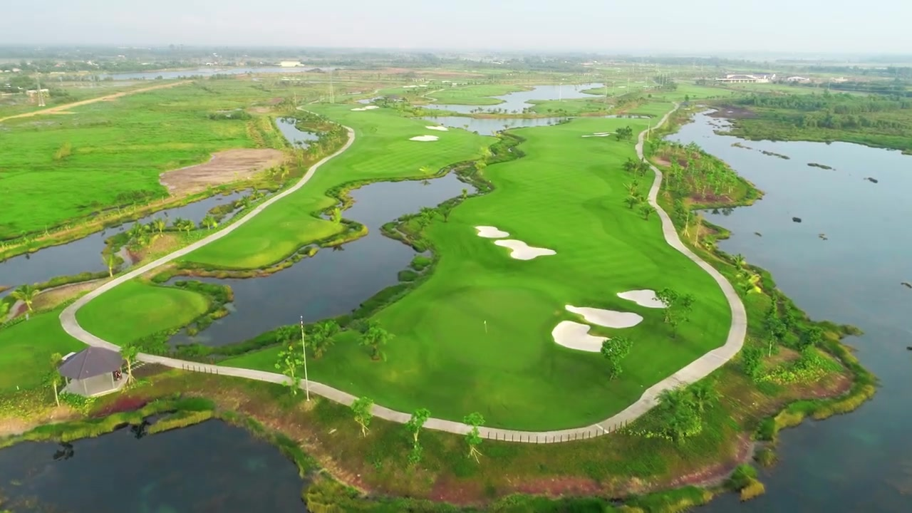 Tổng quan về khu sân golf tại dự án West Lakes Golf & Villas