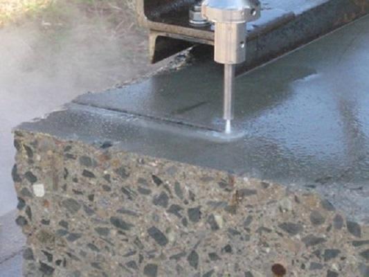 Cắt phá bê tông bằng tia nước là gì?